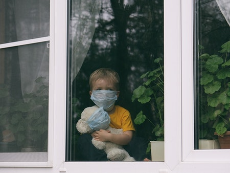 Carla bambino finestra