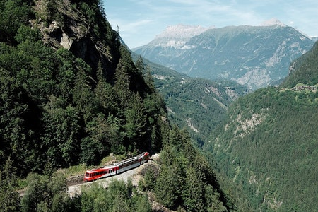 Across the Alps – Cross-border public transport as driver to promote a unified regional Alpine network
