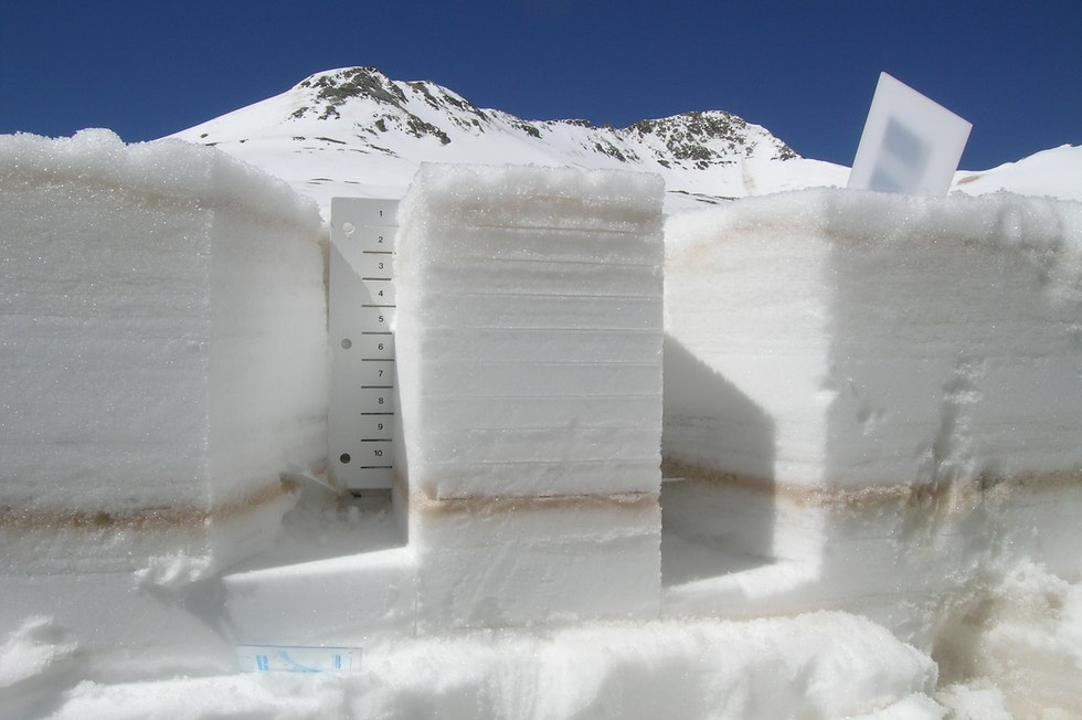 Die Schneedecke ist eine komplexe Struktur, ihre Schichten erzählen die Geschichte des Winters vom ersten bis zum jüngsten Schneefall.