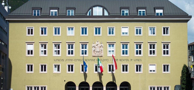 Lecture for schools: 50 Jahre Südtirolautonomie